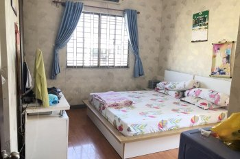 Bán căn hộ chung cư 155 Nguyễn Chí Thanh 62m2 - 2PN, nhà có nội thất. Giá 2.1 tỷ