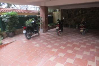 Bán căn nhà lô góc Quảng An, Tây Hồ. Căn nhà để được vài ô tô, gần Hồ Tây, sổ đỏ