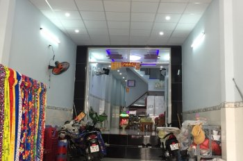 Bán nhà 4,5x30m, 1 trệt, 2 lầu, mặt tiền chợ sáng Bùi Minh Trực, phường 5, Q. 8. LH 0901364736