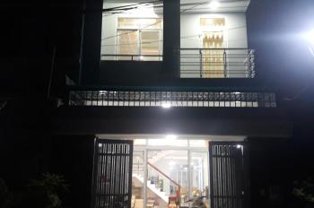 Chính chủ, cần tiền bán gấp căn nhà liền kề, P. Hiệp Bình Phước, Thủ Đức, DT 100m2, LH:0904321509