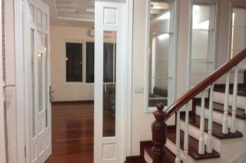 Cho thuê nhà PL Nguyên Hồng, DT 50m2 x 4 tầng, ô tô đỗ cửa, giá 20tr/th