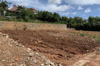 Bán đất xây dựng 100%, 2 mặt đường, ô tô vào tận nhà, khu Mê Linh, P9, Đà Lạt, 120m2, 2.65 tỷ