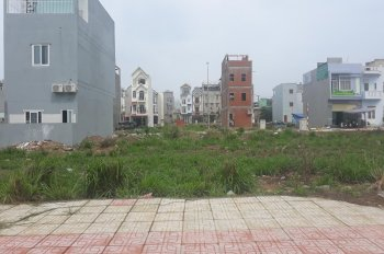 Bán lô đất mặt tiền chợ, sổ hồng riêng, 100% thổ cư, 72m2 (4x18m) tại Dĩ An, 0907.025.386