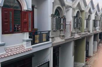 Tôi cần bán một số căn nhà mới xây ngay gần UBND Bình Chuẩn, giá chỉ 940tr. LH:0915722768