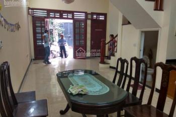 Cho thuê nhà ngõ 12 Đào Tấn gần Linh Lang, DT 70m2 x 4 tầng, ngõ ô tô tải đỗ cửa, giá 25 tr/th