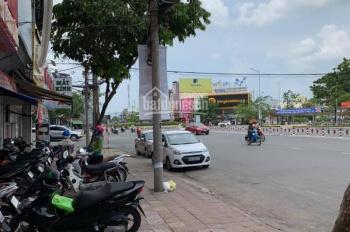 Bán nhà mặt tiền đẹp đường Hùng Vương, Thới Bình, cách Vincom Hùng Vương 50m, DT 4mx20m