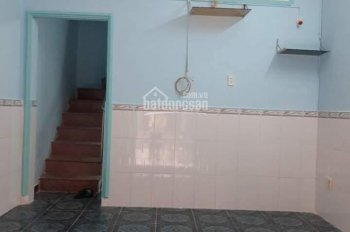Cho thuê nhà nguyên căn mới về ở liền trệt lầu 2 toilet 2PN, giá 5 triệu