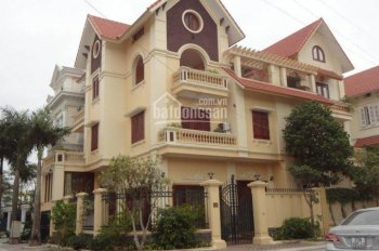 Gia đình mình cần bán biệt thự tai tiểu khu đô thị Vạn Phúc Hà Đông, DT 165m2, 3 tầng, sổ đỏ