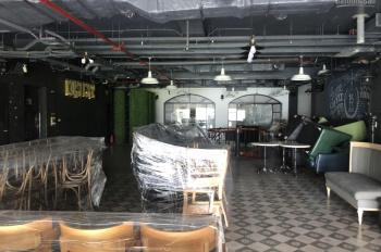 Cho thuê nhà mặt phố Hòa Mã gần ngã tư rất đẹp: 170m2 x 2 tầng, thông sàn, mặt tiền 14m, 0902225990