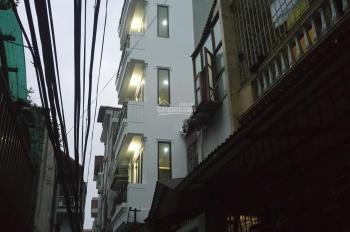 Nhà mới xây kiểu CCMN, cần cho thuê, cách hồ Linh Đàm 300m LH 0815784678