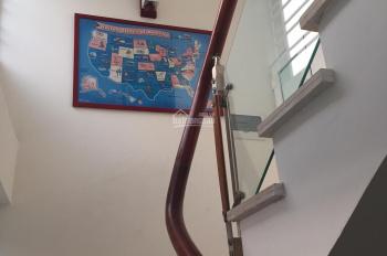 Cho thuê nhà mặt phố Đội Cấn 25m2 x 4 tầng, tiện KD, spa, nail,.... Giá 25tr/tháng, LH 0962457886