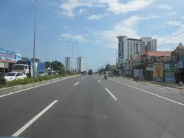 Đất mặt tiền đường Phùng Hưng đối diện cây xăng An Viễn, 90m2/700tr, SHR, LH: 0987064245