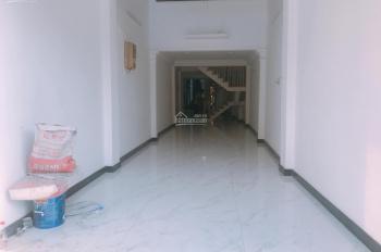 Cho thuê mặt bằng mặt tiền đường Hoàng Văn Thụ ngay ngã tư Phú Nhuận DT: 3,2x14m, giá thuê: 28tr/th