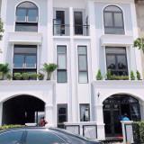 Kẹt tiền bán gấp căn nhà 2 lầu 1 trệt, DT 5x17m, MT 12m KDC đông đúc, giá 2tỷ450. LH 0773046411
