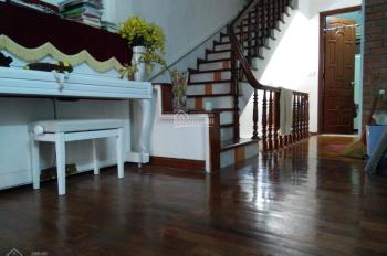 Gia đình mình cần bán gấp căn nhà 16A-ngõ 535 Lạc Long Quân, Tây Hồ. LH chủ nhà 0983077278