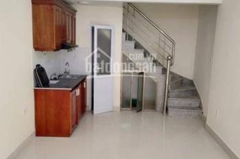 Bán nhà đẹp gần phố về ở luôn phố Cự Lộc, 3 tầng, 30m2, giá 2.2 tỷ