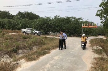 Bán gấp lô đất ngã tư Chơn Thành, chính chủ đúng giá 550tr/430m2, sổ hồng có sẵn. LH: 0975.078.454