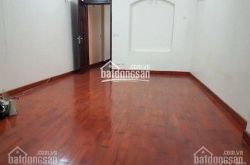Cho thuê nhà mặt ngõ to phố Lý Nam Đế, 65m2, 3.5 tầng, MT 4m, ô tô đỗ sát cửa, giá 20tr/th