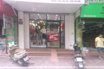 Nhà mặt phố Nghĩa Tân, DT 40m2, MT 3,3m, giá thuê 25 tr/th