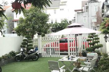 Cho thuê biệt thự phố vườn Phú Mỹ Hưng, Q7. DT 7x18m, giá 28 triệu, LH Mạnh 0909 297 271