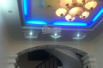 nhà 3 tầng 50m2 trong phố Đình Đông. Giá 1,9 tỷ LH 0868585688