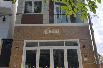 Bán nhà 2 lầu, giá 4.7 tỷ, đường Nguyễn Duy Trinh rẻ vào, quận 2. LH: 0902126677
