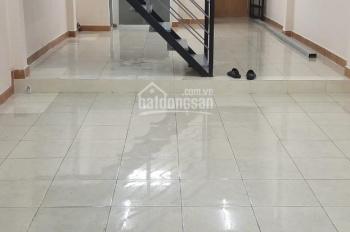 Nhà cho thuê nguyên căn, DT: 4 x 15m, đường Ông Ích Khiêm, Q11