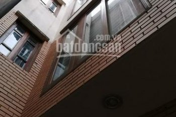 Bán căn nhà 5 tầng, 1 sân thượng, diện tích 90m2, cách Hồ Tây 10m, giá siêu rẻ