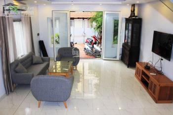 Cho thuê nhà sân vườn Tây Hồ, đẹp hiện đại, diện tích 250m2, 2 phòng ngủ đủ đồ