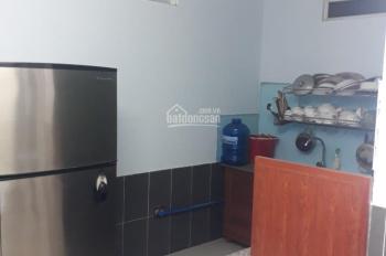 Cho thuê nhà Phú Hòa, 7tr/tháng, nhà 1 lửng, có 2 phòng ngủ, có nội thất, đường xe hơi nhỏ vào được