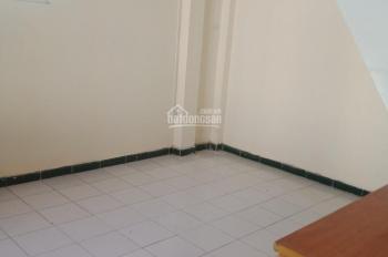 Cho thuê nhà phố Thảo Điền 2PN, 70m2, có sân rộng 35m2, giá rẻ 13 tr/th. LH Ms Nam 0965.646.039