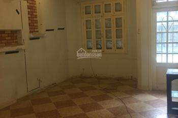 Cho thuê nhà ngõ 12 Đào Tấn, diện tích 75m2 x 4 tầng, 5 phòng ngủ, giá 25 tr/th, có gara tầng 1