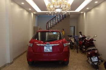 Bán nhà Bồ Đề, DT 45m2 x 5 tầng, MT 4.5m hướng Đông Nam, ô tô đỗ trong nhà. Giá 5.55 tỷ