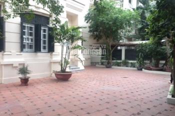 Cho thuê biệt thự vườn tại Đào Tấn, full đồ, giá cực rẻ. DT 200m2 x 3 tầng, MT 10m, giá chỉ 24tr/th