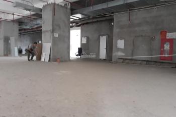 Cho thuê tầng 1 ô góc mặt phố Duy Tân DTSD rộng 600m2 làm nhà hàng hoặc ngân hàng