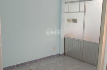 Cho thuê nhà nguyên căn hẻm 6m đường Hòa Bình, P. 5, Q. 11, DT 4.3x11m, trệt lầu, 3 phòng, 12tr