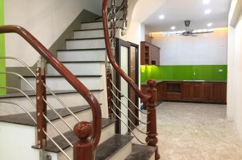 Chính chủ bán nhà xây mới 40m2, 3 tầng, 2 mặt thoáng, hướng Đông Nam, Long Biên, HN. Nhà xây mới!!!