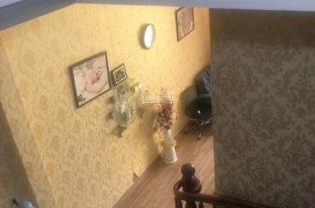 Cho thuê nhà 3 lầu mặt tiền Cách Mạng Tháng 8, giá 25tr/th, Thủ Dầu Một. LH 0911.645.579