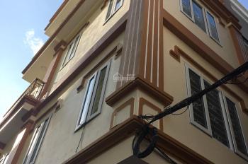 Tôi cần tiền bán gấp căn nhà mới ngay ngã tư Lò Đúc - Trần Khát Chân, DT 50m2 x 5 tầng, ngõ to rộng