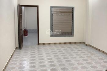 Cho thuê nhà Nguyễn Chí Thanh, mặt tiền hẻm lớn, Quận 5 (4x22m), 2 lầu, 4PN, giá 40 triệu/tháng