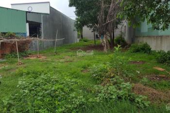 Nhà ngoại tôi đang có lô đất diện tích 300m2 cần bán, đất thổ cư 100%, LH: 0902555745