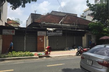 Cho thuê nguyên căn biệt thự cổ 36 Nguyễn Thị Diệu nằm ngay trung tâm Q3, MT 30m