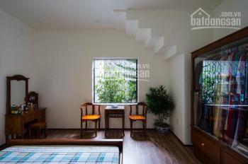 Cho thuê nhà cực rộng tại Đội Cấn, DT 100m2 x 5 tầng, MT 6m, giá 28 tr/th. LH 0339529298