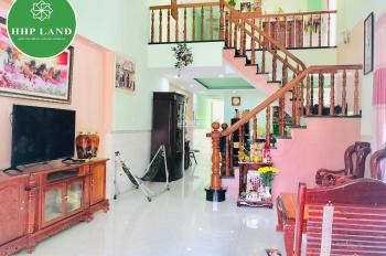 Kẹt tiền bán gấp nhà mái thái khu phố Bình Dương, giá rẻ hơn thị trường 7tr/m2, LH: 0378400741