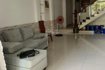 Cho thuê nhà 1 trệt 2 lầu, giá 14tr/th, 4 phòng ngủ, KDC Hiệp Thành 3, Thủ Dầu Một. LH 0911.645.579