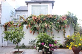 Bán biệt thự đẹp 200m2, phường Bình Trưng Đông, quận 2, giá 15.9 tỷ, liên hệ 090 974 4843