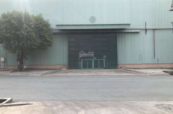 Cho thuê kho xưởng mặt tiền đường Quốc Lộ 1A ngay trung tâm thị trấn Bến Lức, Long An. LH: Mr Quân