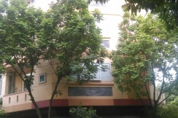 Cho thuê nhà phân lô mặt ngõ Hoàng Quốc Việt làm Văn phòng, KD... DT: 45m2 x 5 tầng, 15 triệu/tháng