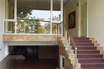 Cho thuê văn phòng đường Nguyễn Khang, vị trí đẹp, MT 7m, ô tô đỗ thoải mái. LH: 0915342739