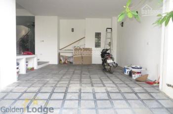 Cho thuê nhà Bồ Đề, Long Biên, có gara trong nhà 3 phòng ngủ. LH: 0989.318.368